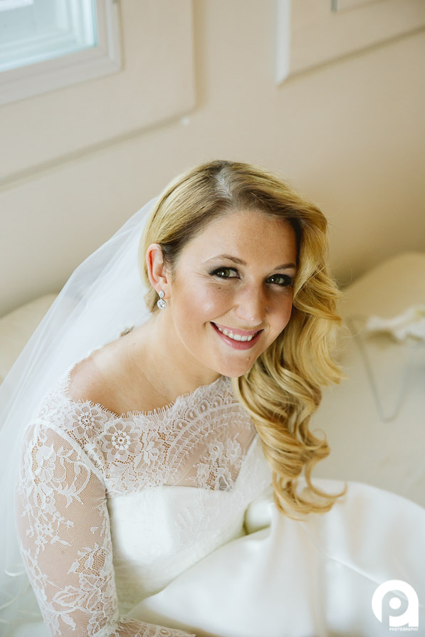 A stunning simple bridal portrait, with all natural light - the best kind.