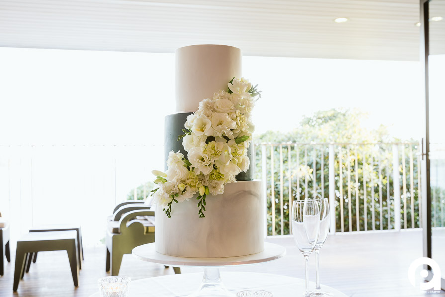 The awesome marble wedding cake by The Dainty Baker